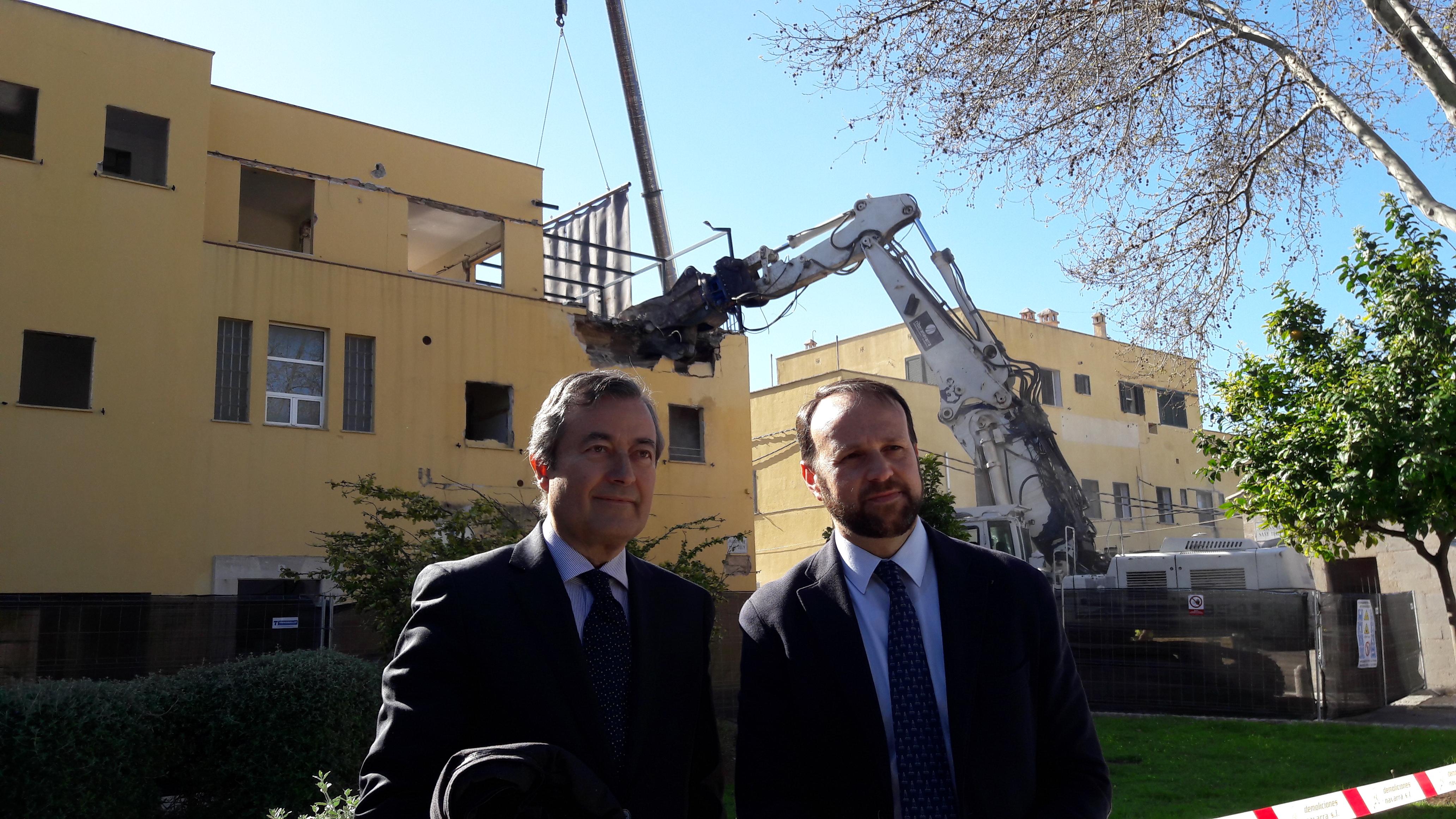 El president de l'APB, Joan Gual de Torrella, junt el cap d'infraestructures, Antoni Ginard.
