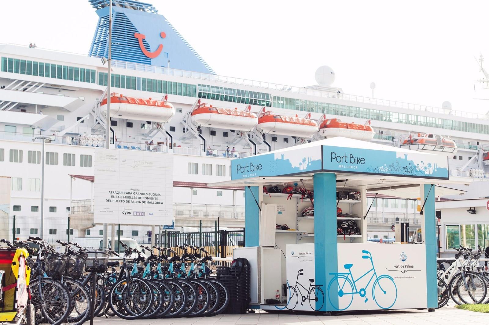 Imagen de Archivo. Alquiler de bicicletas en el puerto de Palma.