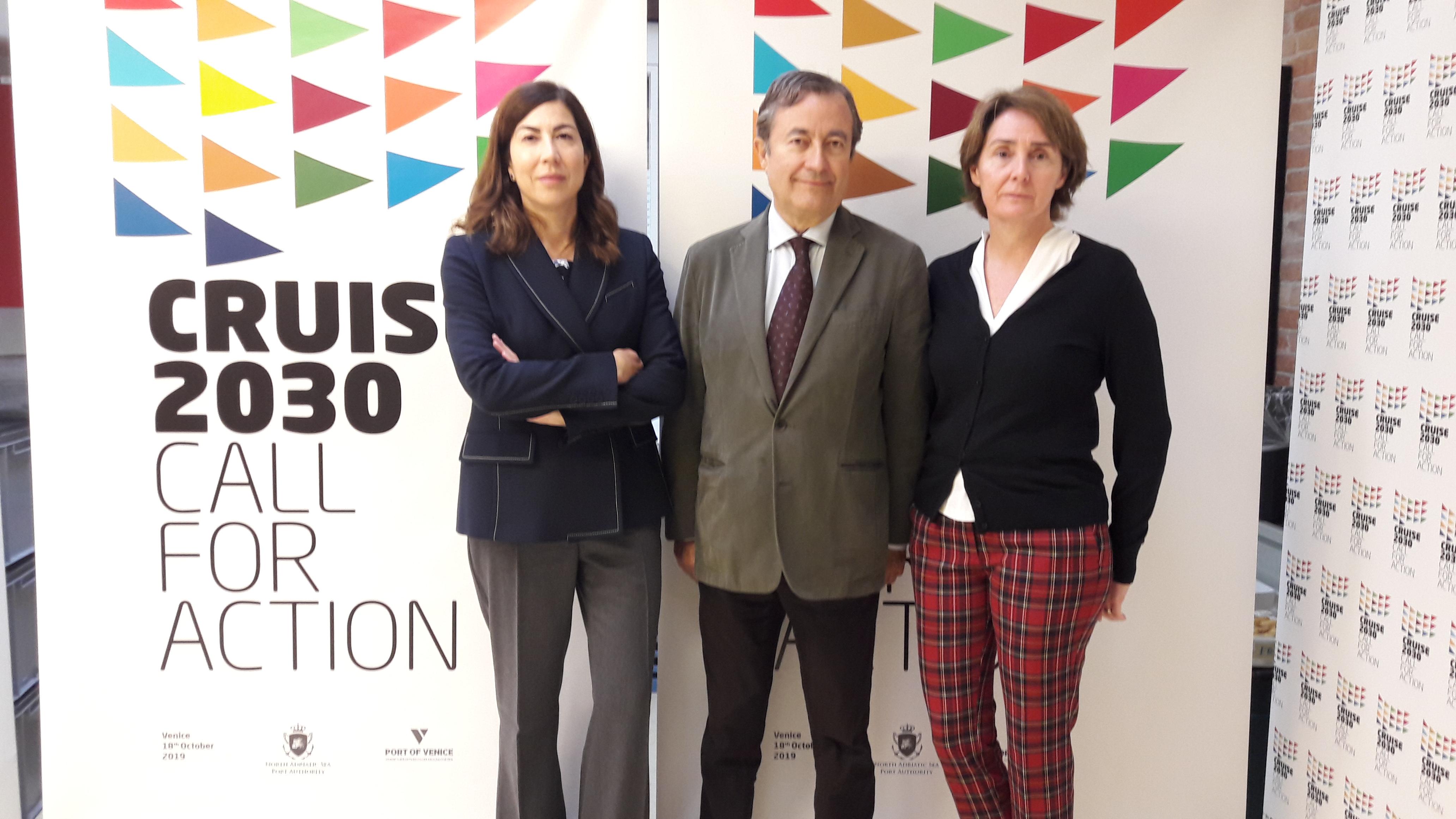 Rosa Ana Morillo, Dir. Gral de Turisme y miembro del Consejo de Administración de la APB, Joan Gual de Torrella, presidente de la APB y Xisca Leal, comercial de la APB.