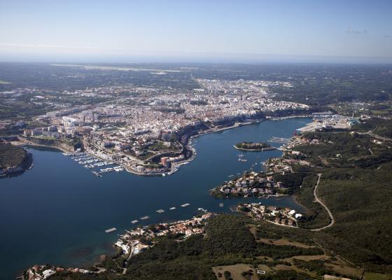 Vista aérea del puerto de Maó