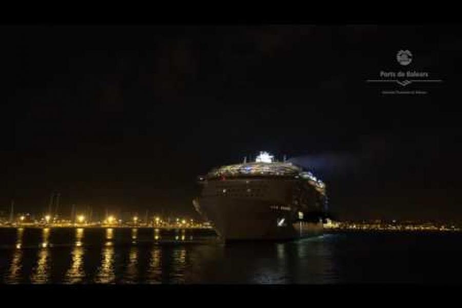 Salida de noche del Harmony of the Seas