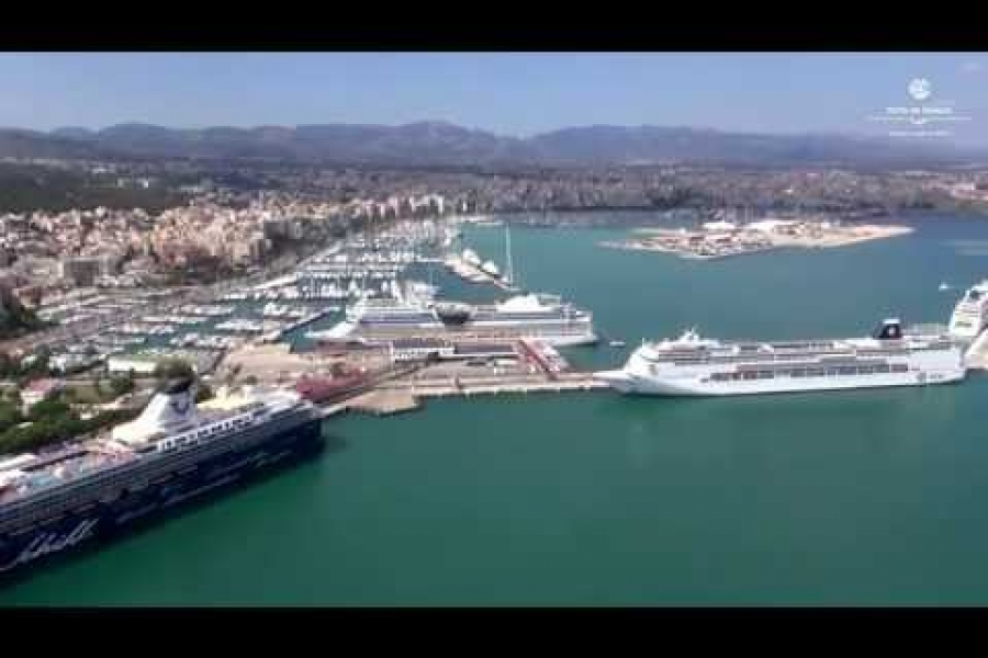 Vista aérea del Allure of the Seas en el puerto de Palma (2015)